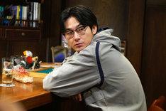 「探偵はBARにいる3」より、松田龍平演じる高田。