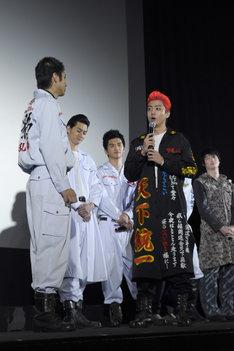 前列左から山田裕貴、健太郎。