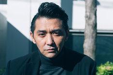 清水浩司を演じる村上淳。
