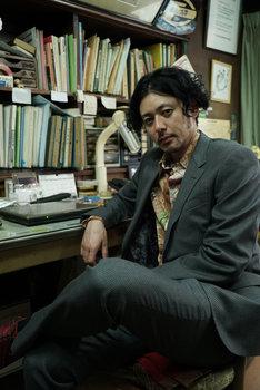 雷土悟郎役のオダギリジョー。