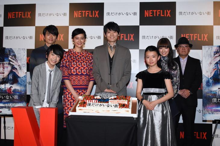 左から白洲迅、内川蓮生、黒谷友香、古川雄輝、柿原りんか、優希美青、下山天監督。