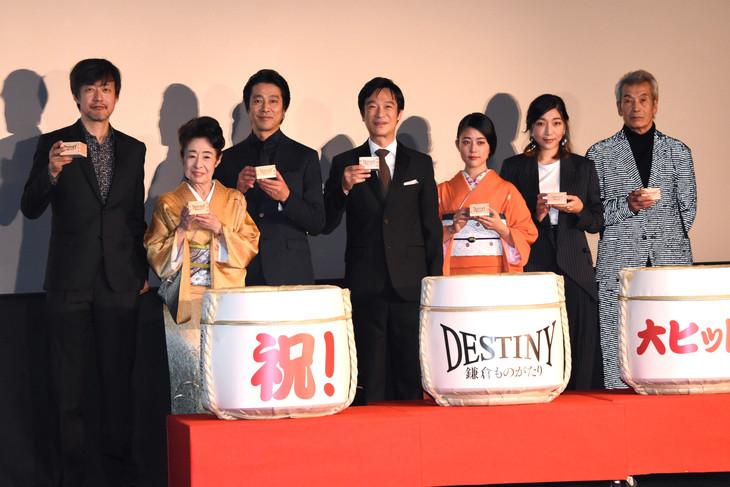 映画「DESTINY 鎌倉ものがたり」初日舞台挨拶の様子。左から山崎貴、中村玉緒、堤真一、堺雅人、高畑充希、安藤サクラ、田中泯。