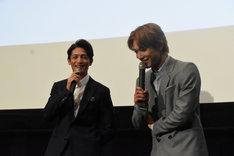 リアクションの薄い吉沢亮(右)に、「聞いてた?」とツッコむ玉木宏(左)。