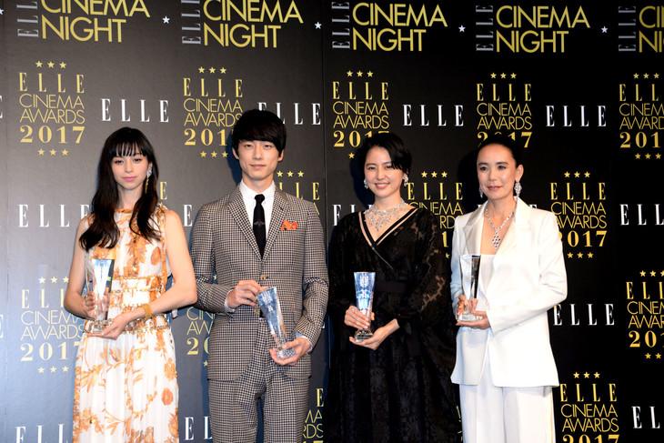 エル シネマ大賞2017授賞式にて、左から中条あやみ、坂口健太郎、長澤まさみ、河瀬直美。