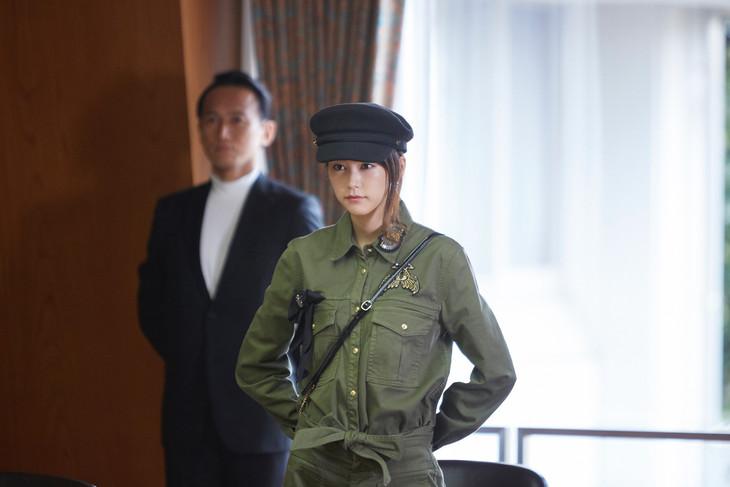 「リベンジgirl」より、「帝国政党」を訪れた美輝。