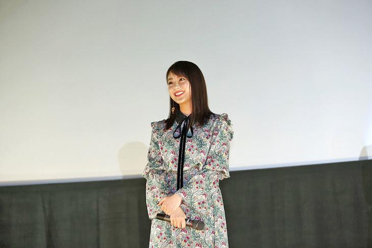 大阪で「未成年だけどコドモじゃない」のサプライズ舞台挨拶に登壇した平祐奈。