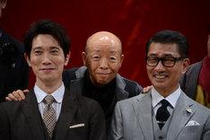 左から佐々木蔵之介、坂田利夫、中井貴一。