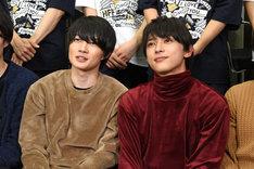 左から神木隆之介、吉沢亮。