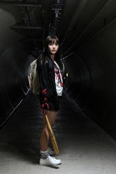 神谷ミクを演じる浅川梨奈。