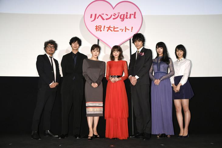 「リベンジgirl」初日舞台挨拶の様子。左から三木康一郎、清原翔、斉藤由貴、桐谷美玲、鈴木伸之、馬場ふみか、竹内愛紗。