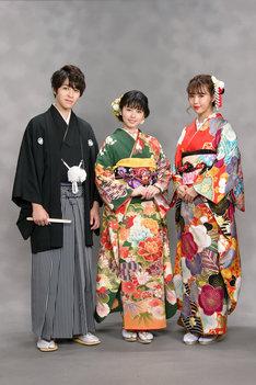 左から西銘駿、小芝風花、藤田ニコル。