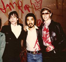 左からイギー・ポップ、鋤田正義、デヴィッド・ボウイ。