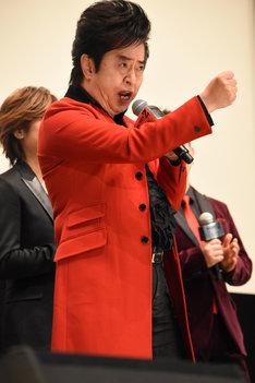 「マジンガーZ」を歌う水木一郎。