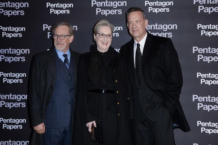 「ペンタゴン・ペーパーズ/最高機密文書」パリプレミアの様子。左からスティーヴン・スピルバーグ、メリル・ストリープ、トム・ハンクス。