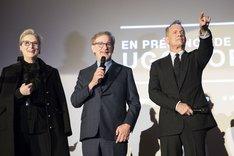左からメリル・ストリープ、スティーヴン・スピルバーグ、トム・ハンクス。