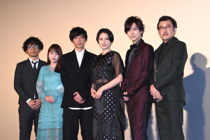 「嘘を愛する女」初日舞台挨拶の様子。左から中江和仁、川栄李奈、高橋一生、長澤まさみ、DAIGO、吉田鋼太郎。
