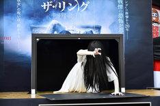 テレビ画面から登場した貞子。