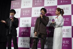 松坂桃李(中央)と沢尻エリカ(右)の選んだペンを、見事当てたDaiGo(左)。