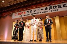 左から吉岡里帆、ムロツヨシ、杉咲花、竹内涼真、門脇麦、高橋一生。