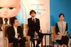 左からムロツヨシ、山寺宏一、芳根京子。