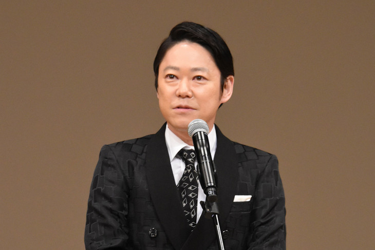 第60回ブルーリボン賞授賞式にて、主演男優賞を受賞した阿部サダヲ。