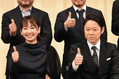 左から主演女優賞の新垣結衣、主演男優賞の阿部サダヲ。