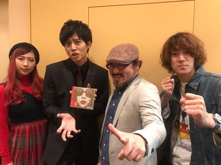 左から松尾レミ(GLIM SPANKY)、松坂桃李、白石晃士、亀本寛貴(GLIM SPANKY)。
