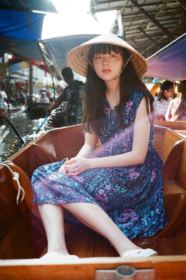 「月刊モトーラ世理奈・夏 photo by 二階堂ふみ」より。