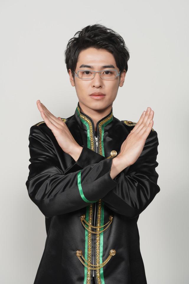 サイ役の堀井新太。