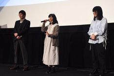 左から堀川憲司、石見舞菜香、岡田麿里。