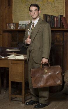 ケヴィン・ガスリー演じるジョージ。