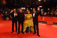 左からプロデューサーの小川真司、吉沢亮、二階堂ふみ、行定勲。