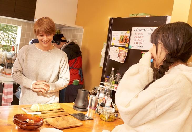 「ママレード・ボーイ」メイキングカット。手前左から吉沢亮、桜井日奈子。