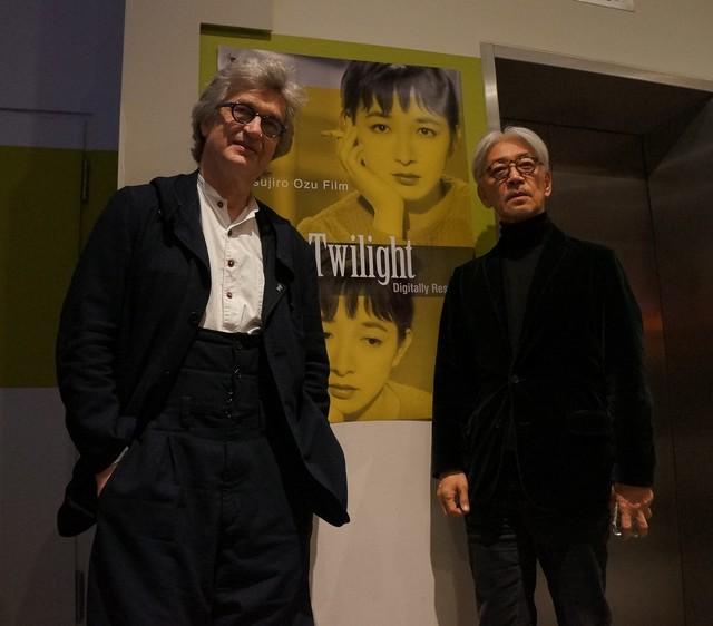 左からヴィム・ヴェンダース、坂本龍一。