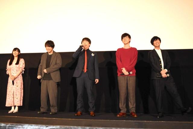 左から茅野愛衣、鈴村健一、関智一、櫻井孝宏、斉藤壮馬。