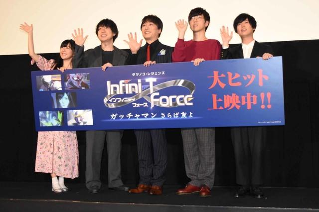 「劇場版 Infini-T Force/ガッチャマン さらば友よ」舞台挨拶の様子。左から茅野愛衣、鈴村健一、関智一、櫻井孝宏、斉藤壮馬。