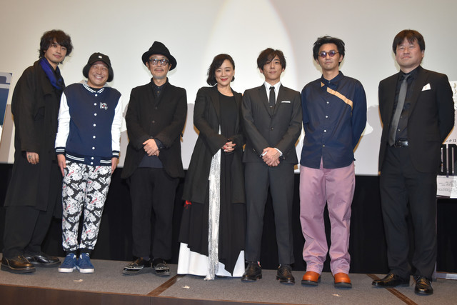 「blank13」舞台挨拶の様子。左から齊藤工、永野、リリー・フランキー、神野三鈴、高橋一生、村上淳、佐藤二朗。