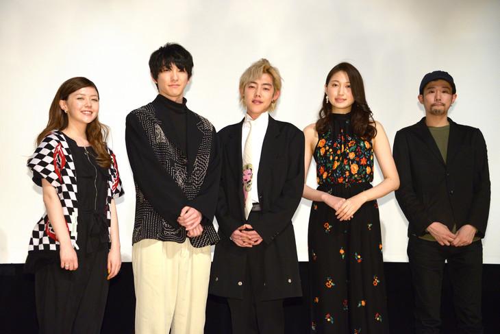 「悪魔」初日舞台挨拶の様子。左から遠藤新菜、前田公輝、吉村界人、大野いと、藤井道人。