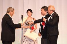 斉藤由貴が世間を騒がせた騒動に触れ、ガダルカナル・タカ(右)から叱られるビートたけし(左)。