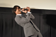 「うわっ、やめてくださいよ……!」と1人芝居を始める小澤雄太。