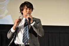 メガネを外した小澤雄太。