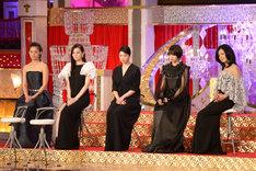 左から尾野真千子、北川景子、夏川結衣、広瀬すず、薬師丸ひろ子。