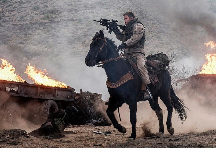 騎兵VS戦車、クリス・ヘムズワー...