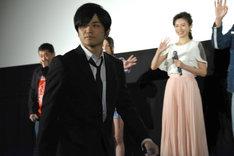 颯爽とステージをあとにする岩田栄慶。