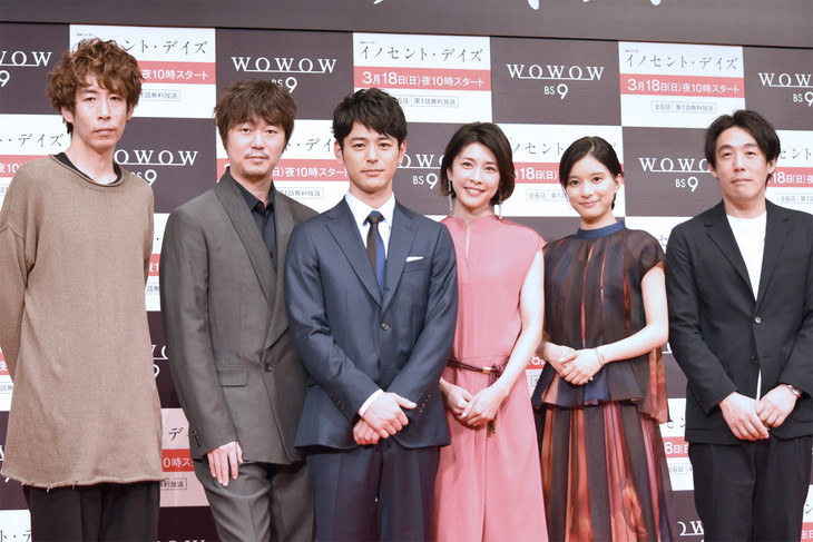 「連続ドラマW イノセント・デイズ」舞台挨拶の様子。左から早見和真、新井浩文、妻夫木聡、竹内結子、芳根京子、石川慶。