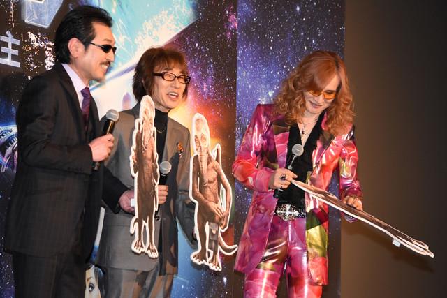 左からTHE ALFEEの桜井賢、坂崎幸之助、高見沢俊彦。