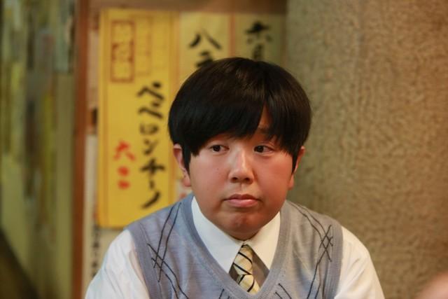 「宮本から君へ」より、新名基浩演じる大芝。