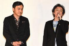 左から冨永昌敬、菊地成孔。
