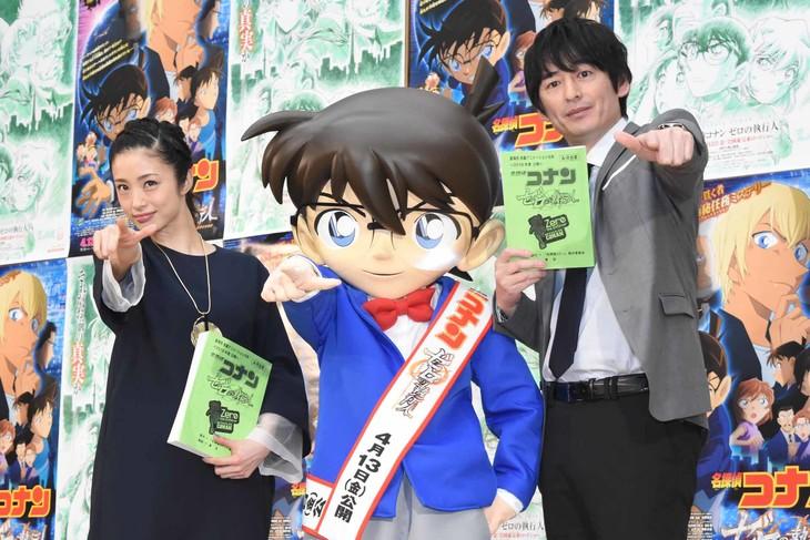「名探偵コナン ゼロの執行人」公開アフレコイベントの様子。左から上戸彩、江戸川コナン、博多大吉。