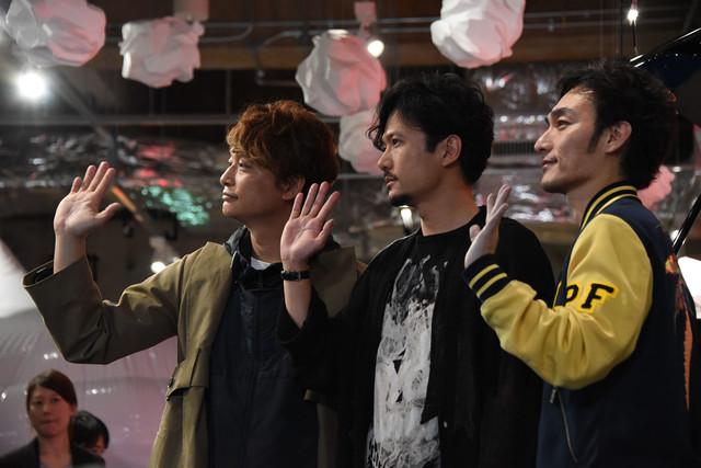 左から香取慎吾、稲垣吾郎、草なぎ剛。